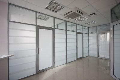 Виды и преимущества алюминиевых окон и дверей
